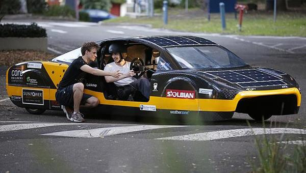 Sunswift eVe electric vehicle sets world record - Zap-Map
