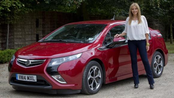 carol-vorderman-trials-electric-vauxhall-ampera-ultra-campaign