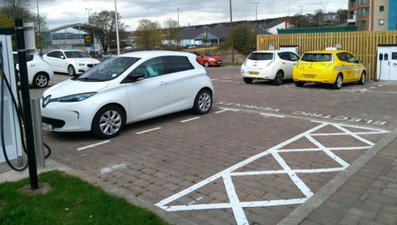 dundee-rolls-charging-hubs