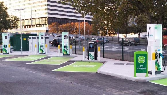 bp-chargemaster-launches-ultra-rapid-charging-site